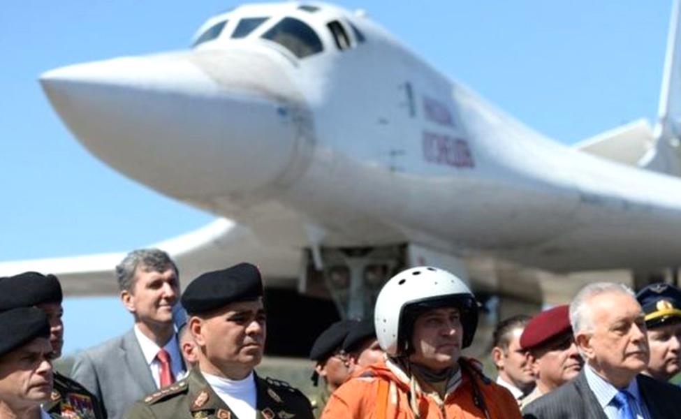 अमेरिकेबरोबर वाढत्या तणावाच्या पार्श्वभूमीवर – रशियाची बॉम्बर्स विमाने व्हेनेझुएलात दाखल