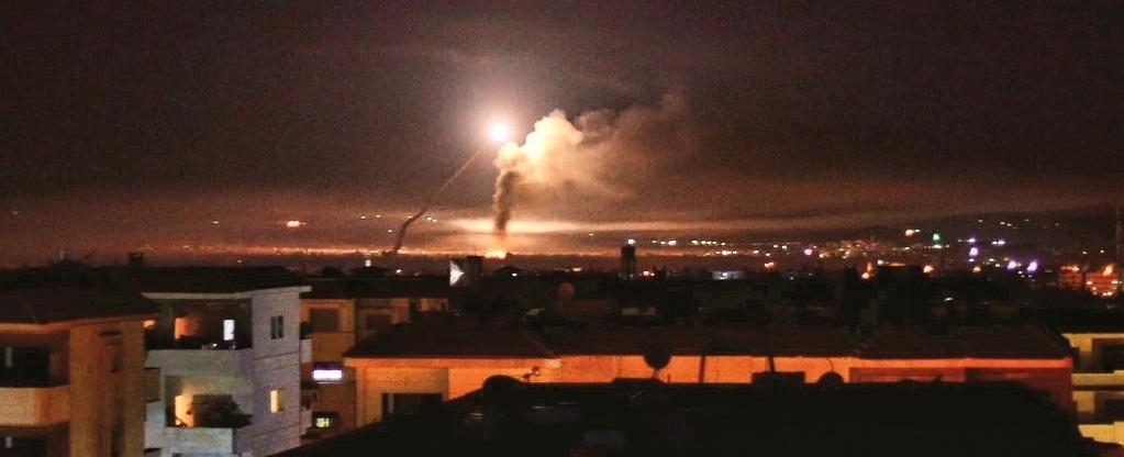 इस्रायलवरील इराणच्या हल्ल्यानंतर खवळलेल्या इस्रायलचे सिरियातील इराणच्या तळांवर भीषण हल्ले