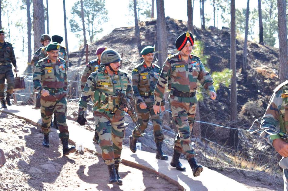 भारतीय सेना के जवाबी हमले में पाकिस्तान के १२ सैनिक ढेर – पाकिस्तानी सेना की कई चौकियां तबाह