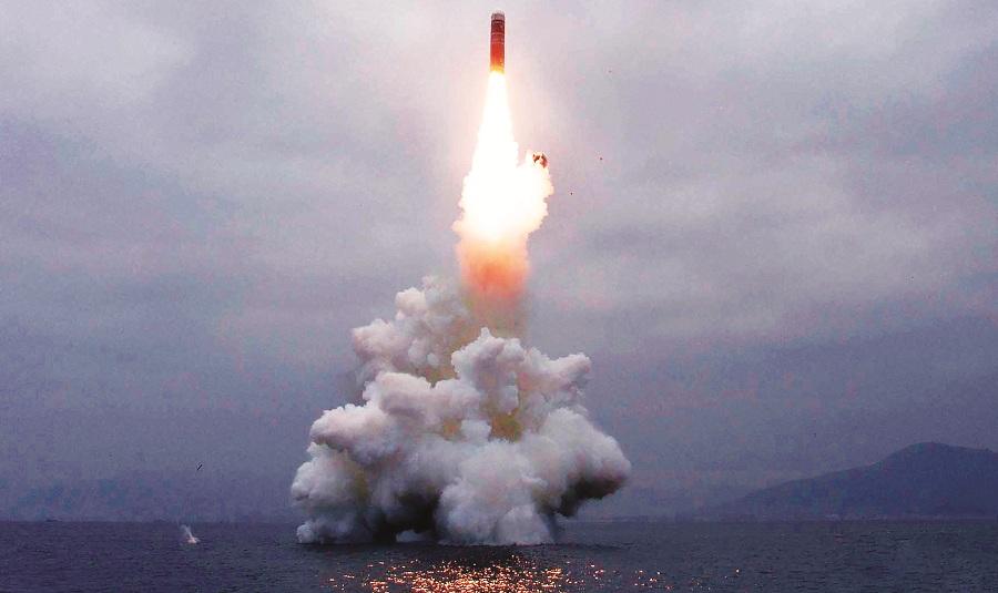 उत्तर कोरियाने पाणबुडीतून क्षेपणास्त्र चाचणी केली