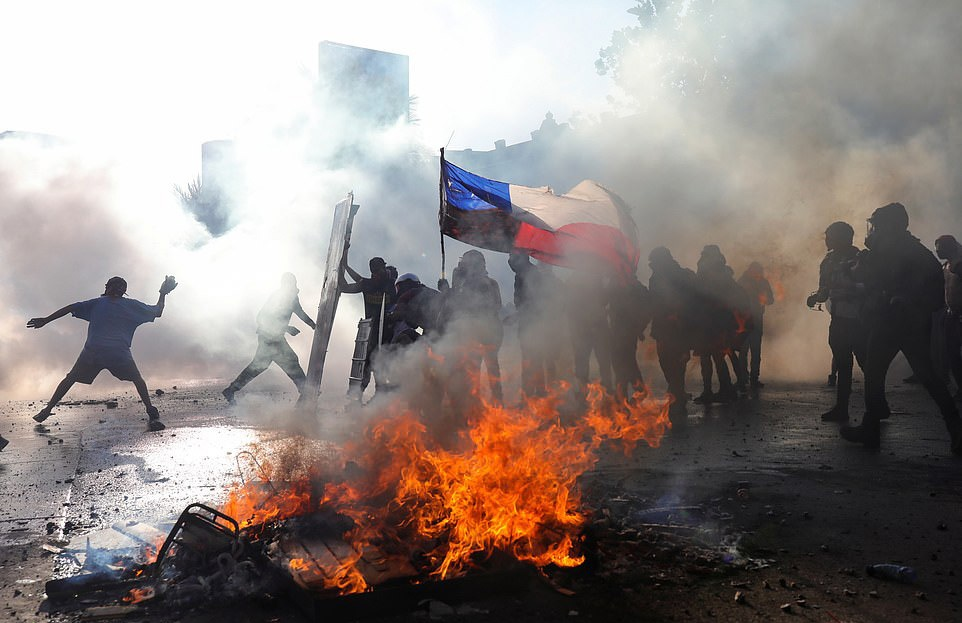 Anti-government protests in Chile intensify; 24 killed and more than 3,000 injured