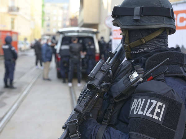 Austrian police undertake massive crackdown against extremists; 30 suspects linked to Hamas, etc apprehended