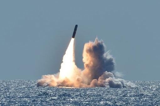 साऊथ चायना सी में तनाव की पृष्ठभूमि पर अमरिकी नौसेना द्वारा क्षमता बढ़ाने की गतिविधियाँ