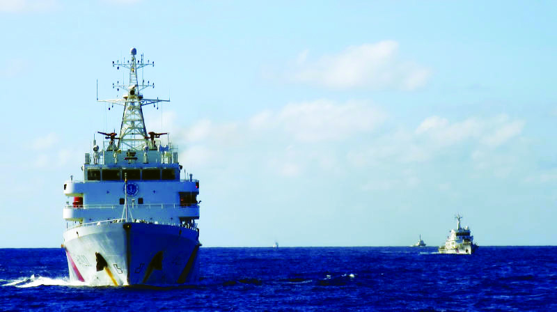 Chinese Coast Guard ships, armed with cannon-like weapons, infiltrate Japan's territorial waters