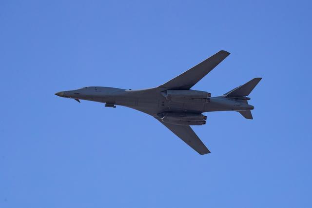 अमरीका के न्यूक्लिअर बॉम्बर्स की बाल्टिक देशों में गश्ती – रशिया ने भी अपने लड़ाकू विमान भेजे