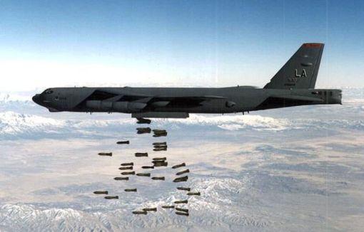 अमरीका ने अफ़गान मुहिम के लिए बॉम्बर, गनर विमान रवाना किए